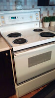 Four / Cuisiniere / Poele / Oven / General Electric tres propre