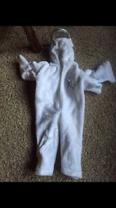 Full angel costume with attached wings and halo. Size 4-6