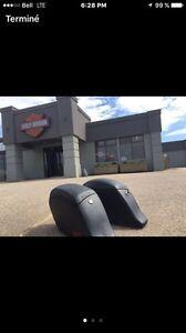 Recherche valises de moto rigide comme sur la photo