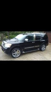2011 Platinum Nissan Armada 2 sets or rims meticulously maintain