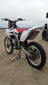 2007 CRF 250R (WILL TRADE FOR SLED)