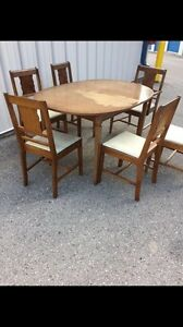 Vintage dining table and 6 chairs set