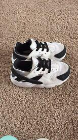 Unisex Nike trainers size 7.5