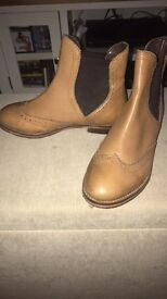 Chelsea boots size 5