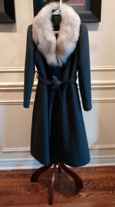 **Custom Vintage Grey Wool Coat with Fox Fur Collar (Size 8)**