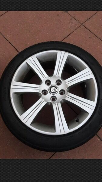 Jaguar XF 18 inch alloy wheel