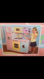 Children's toy kitchen