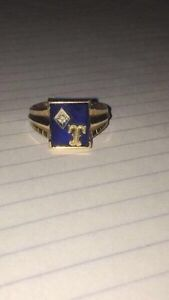 Gold ring with blue sapphire and Diamond