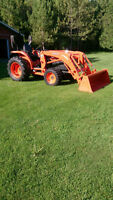 Kubota L3240 tractor and loader