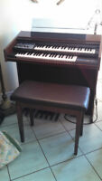 Electric Organ and stool/manual/books etc.