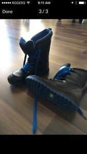 Boys (youth) Cougar boots size 6