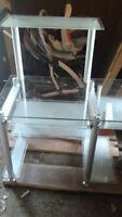meuble d ordinateur en verre payer 300$a l achat negociable