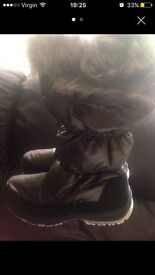 Brand new wellies snow boots fur teen women's boots postage available