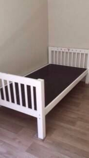 Nice white wooden king single bed frame +mattress , can delivery