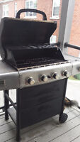 Grill Mate BBQ. 4 burners + side burner. Propane tank included!
