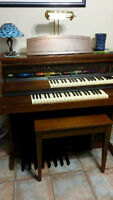 Lowrey Pageant Organ in excellent condition