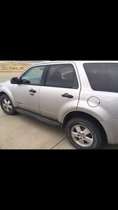 2008 Ford Escape XLT. LOW KMS. Great for winter