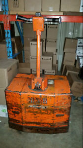 Raymond electric pallet jack with 24 volt battery charger