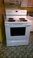 Cuisinière blanche auto nettoyante whirlpool yrf263lxtq