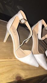 Never worn!! Grey pointed toe heels size 5