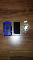 *LOW PRICE* 4th gen iPod Touch w/ case and charger *WORKS GREAT*