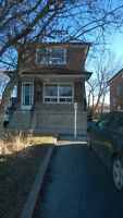 3BDRM Clean Spacious House Near Danforth/Warden (Oakridge)