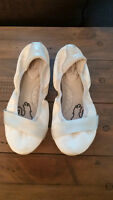 White Puma Flats 8 size, fits small, more like a 7