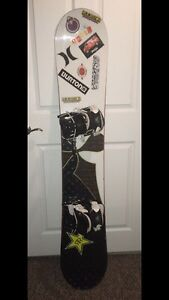 Snowboard with bindings: Burton Troop 2007 Flow bindings 2007