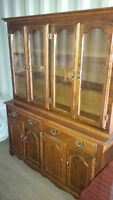 OAK CHINA CABINET, DISPLAY CABINET IN EXCELLENT SHAPE.