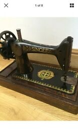 Antique 1908 singer hand cranked sewing machine , rare collectable