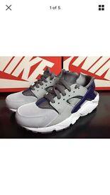 Grey & blue Nike huaraches size 5.5