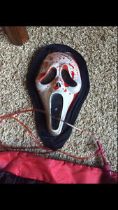Scream mask that pumps fake blood with cape