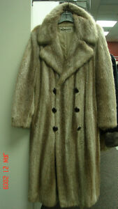 REDUIT/REDUCED: MEN'S FUR COAT  /   MANTEAU DE FOURRURES HOMMES