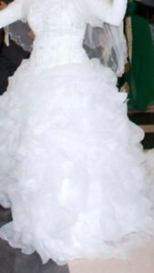 Ball gown wedding dress size 14-16 London Ontario image 3