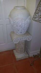 FOSSIL STONE PEDESTAL AND VASE EXCELLENT CONDITION Narre Warren South Casey Area Preview