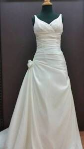 Valencia - Ivory Taffeta V-neck Wedding Dress - size 12 Forestville Warringah Area Preview