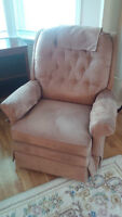 BEIGE ROCKER RECLINER IN EXCELLENT SHAPE - DELIVERY AVAIL