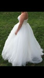 Wedding dress for sale - BRAND NEW NEVER WORN!  Cambridge Kitchener Area image 5