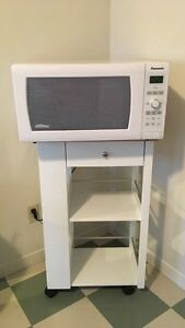 White microwave  Kitchener / Waterloo Kitchener Area image 1