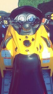 '05 Skidoo MXZ 500ss w/ NEW track London Ontario image 3