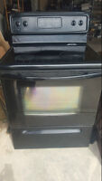 Frigidaire 30-in Smooth Surface Freestanding Range / Stove