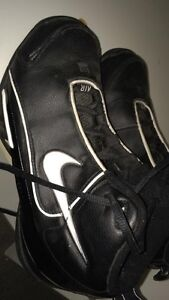 Black Nikes barely used West Island Greater Montréal image 1