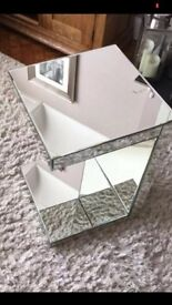 Mirrored Venetian unit to stand