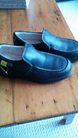 hush puppy safety shoes- never worn