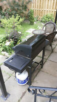 GRILLMATE - PROPANE BBQ WITH FULL EXCHANGEABLE TANK.