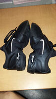 jazz/dance/zumba shoes (size 5.5)