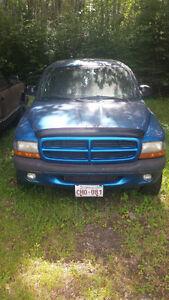 1998 Dodge Dakota Sport 4x4 Club Cab (Intense Blue)  230,000 km'