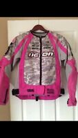 Pink camo icon gear. Mint condition.