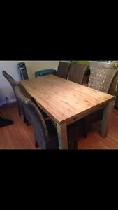 7 PEICE DINING SET FOR SALE!