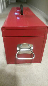 "HUSKY RED METAL 26"" TOOLBOX VERY GOOD     CONDITION London Ontario image 3"